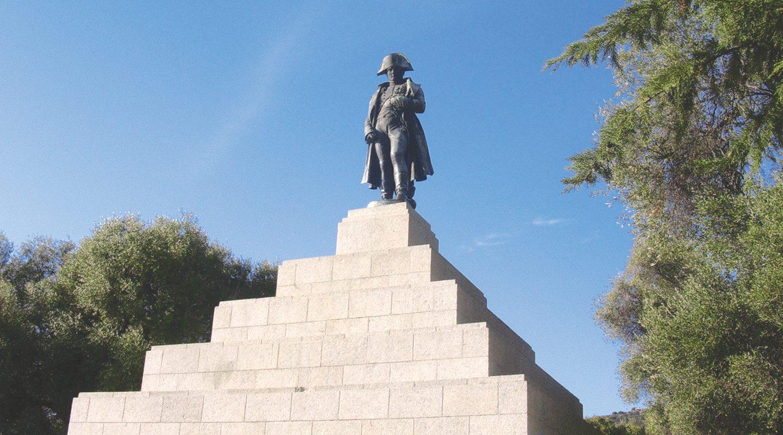 Vue du monument à la Gloire de Napoléon I sur la place d'Austerlitz-ajaccio-c